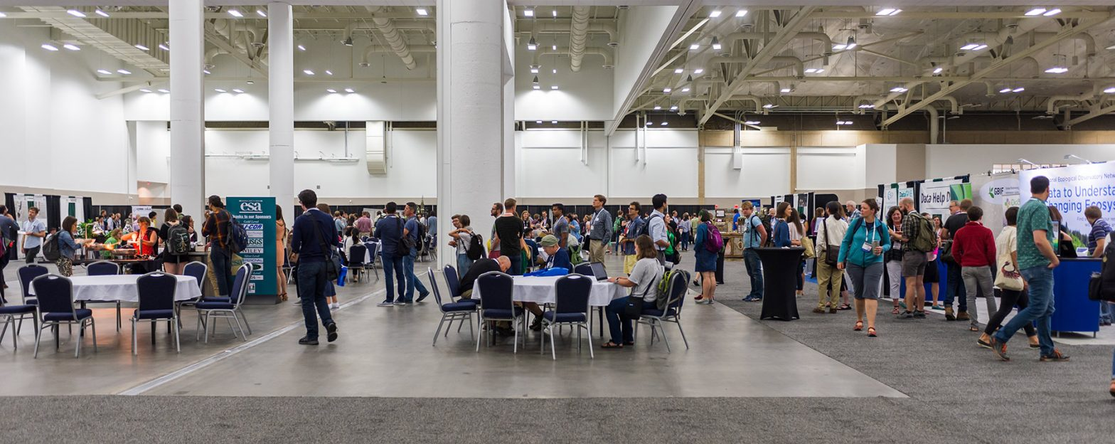 A panoramic view of the crowd at the 2019 Annual Meeting Exhibitor Booth area.